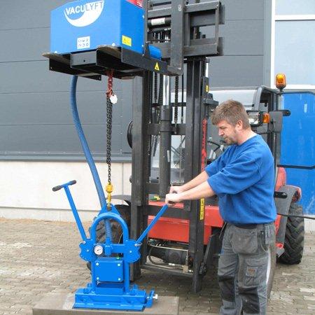 hijsmachine met vacuümpomp Vaculyft SMS 1000 betonplaten hijsen op ergonomische wijze Statech