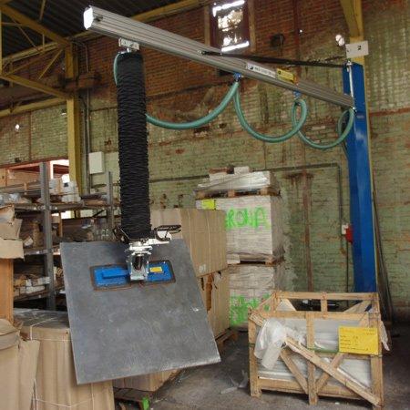 prilift hijssysteem op vacuümpomp met zuignap voor grote tegels ergonomische oplossing steenzagerij fabriek