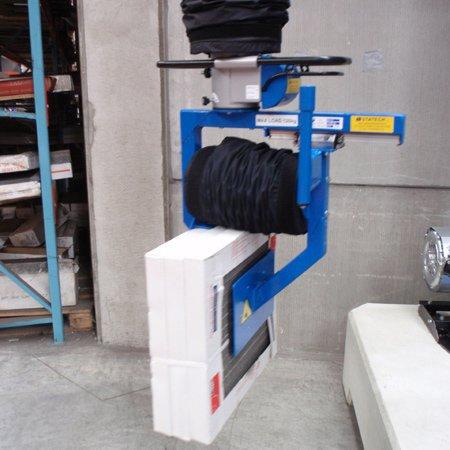 vacuüm hijssystemen prilift met industriële vacuümpomp verhandelen van grote pakken tegels in atelier