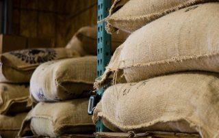 hijs- en hefmiddelen voor het ergonomisch heffen van goederen en lasten jutezakken in productie
